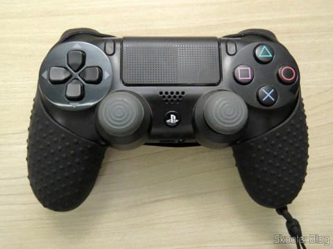 Dualshock 4 com a segunda Capa de Silicone com Alça para Dualshock 4 – PS4