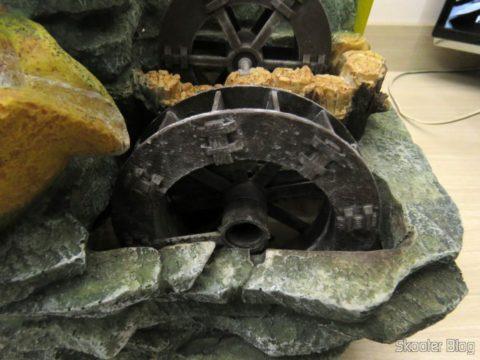 Decorating source, com a roda d'água quebrada