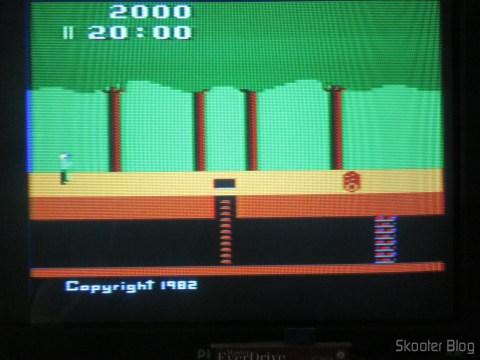 Cores do Pitfall no meu Atari da Polyvox, model with built-in source and detachable joysticks, após o ajuste de matiz