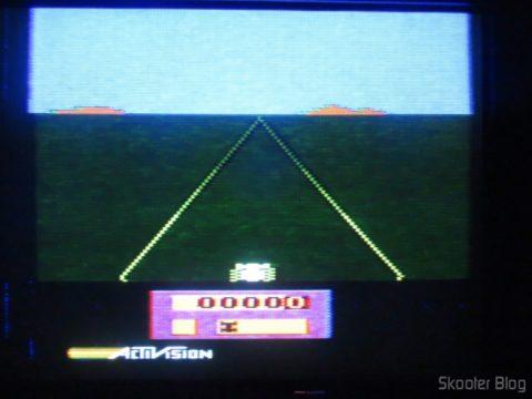Enduro no Atari 2600 da Polyvox c/ fonte externa