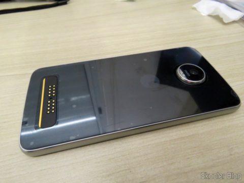 Moto Z Play, após aplicação da película traseira e da câmera