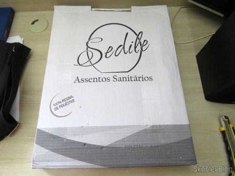 Assento Sanitário Poliéster para Louça Deca Ravena, da marca Sedile, on its packaging
