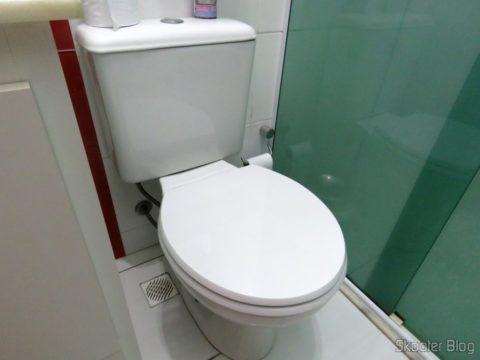 Polyester toilet seat for Dinnerware Celite Azalea, the brand Sedile, installed