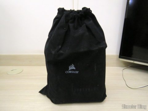 Bag with the fully Modular power supply S Series ™ RM550X — 550 Watt with certification 80 PLUS ® Gold
