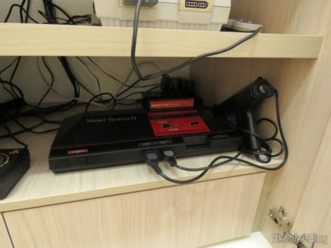 The Master System II, with the Light Phaser Gun