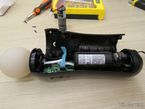 Installing the battery for Playstation Move Motion Controller