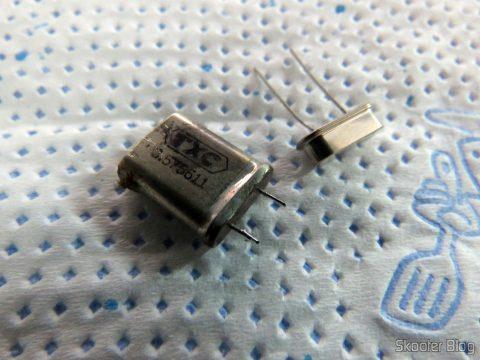 Cristal Oscilador PAL-M do console e cristal oscilador NTSC que será instalado