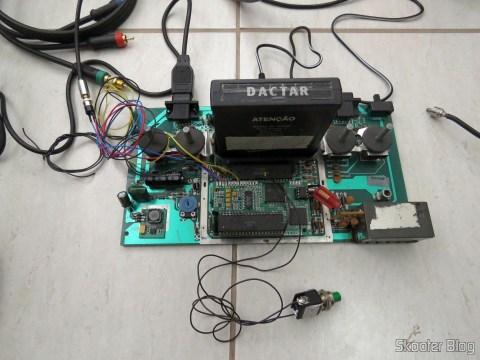 A placa-mãe com o 2600RGB e os jacks e chave instalados.