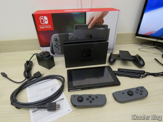 Nintendo Switch e seus acessórios.