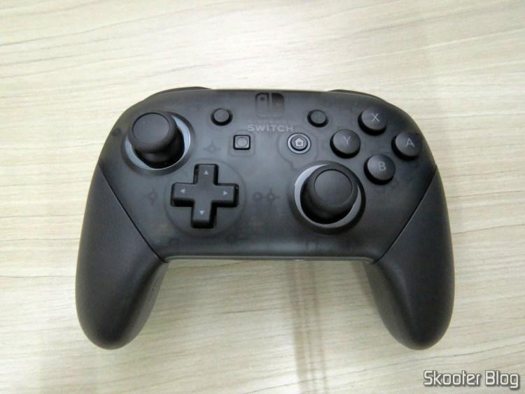 Nintendo Switch Pro Controller.