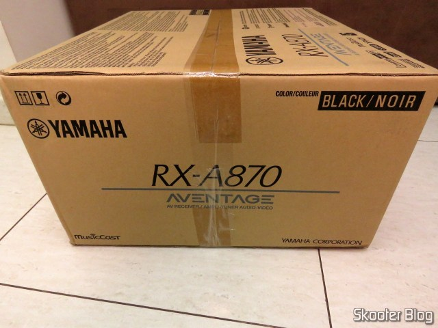 Receiver Yamaha Aventage RX-A870, on its packaging.