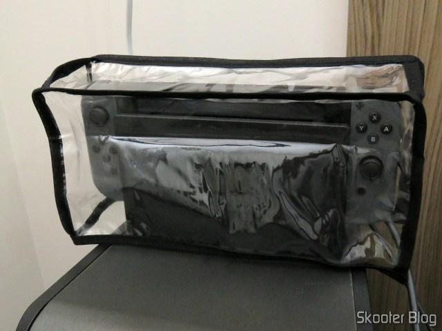 Nintendo Switch com sua capa.