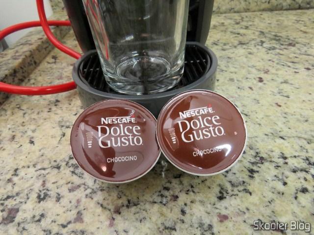 Preparando um Chococino na Cafeteira Nescafé Dolce Gusto Mini Me Preta.