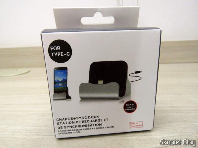 Dock Station for mobile with USB Plug type C, on its packaging.