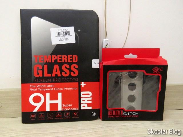 Película de Vidro Temperado para Nintendo Switch eCapas de Silicone para Joy-Con KJH, em suas respectivas embalagens.