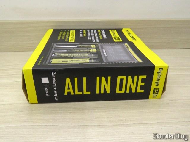 Carregador de Baterias Nitecore Digicharger D4EU, em sua embalagem.