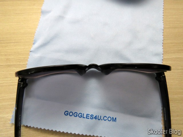 Detail of the sunglasses with Goggles4U degree.