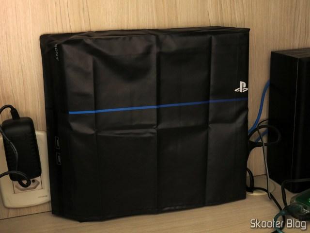 Meu Playstation 4, com a capa do Printer Boy.