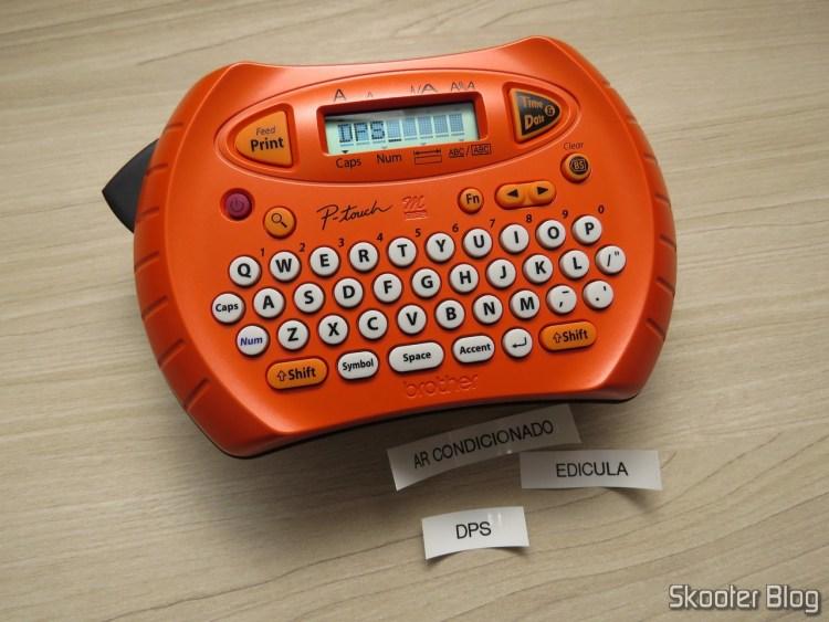Primeiras Etiquetas feitas com o Rotulador Eletrônico Brother PT70.
