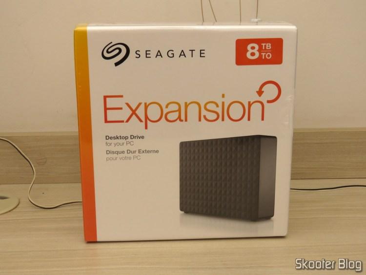 Seagate Expansion 8TB Desktop External Hard Drive USB 3.0 (STEB8000100), em sua embalagem.