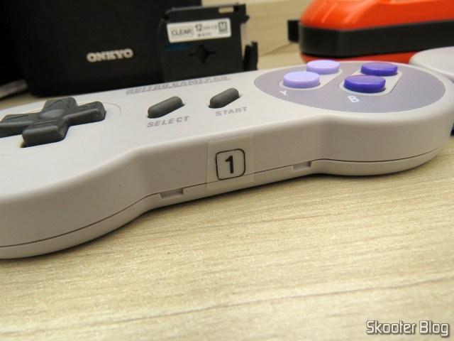 Adesivo impresso com a Fita para Rotulador Brother Transparente 12mm M-K131, colado no 8bitdo SNES30 GamePad.