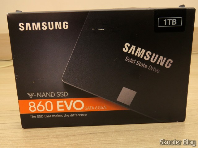 Samsung 860 EVO 1 TB 2.5 Inch SATA III Internal SSD (MZ-76E1T0B/AM), on its packaging.