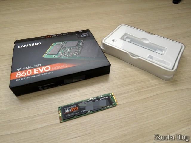 Samsung 860 EVO 1TB M.2 SATA Internal SSD (MZ-N6E1T0BW), e sua embalagem.