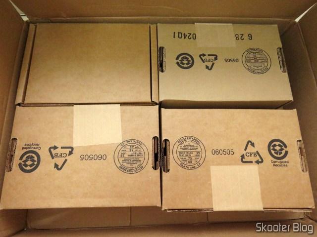 "Os quatro Western Digital Bare Drives WD Red 8TB NAS Hard Disk Drive - 5400 RPM Class SATA 6 GB/S 256 MB Cache 3.5"" (WD80EFAX), em suas respectivas embalagens."