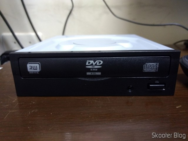 Internal DVD writer Lite On iHAS122-14 FU.