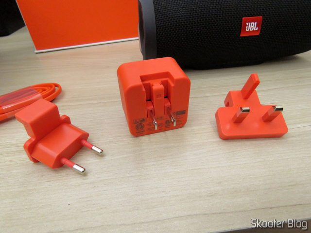 Carregador e adaptadores da Caixa de Som Bluetooth Portátil JBL Charge 3.