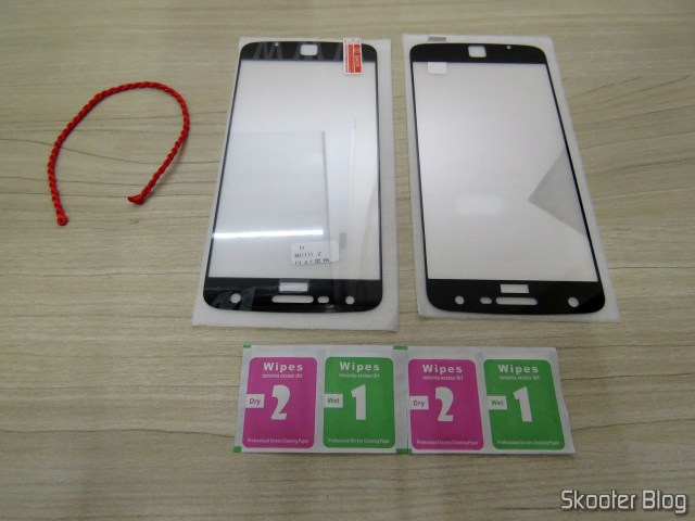 2 Full Glass films Anti Explosion for Moto Z Play, and wipes.