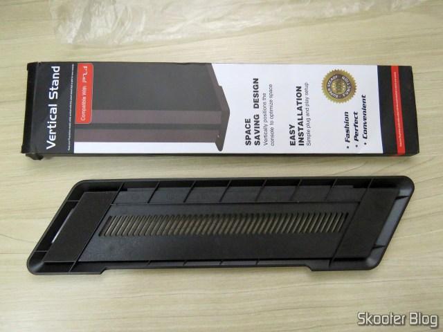 2º Suporte de Montagem Vertical para Playstation 4 (stand) e sua embalagem.