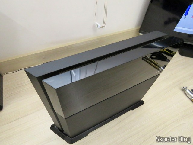 2º Vertical mounting bracket for Playstation 4 (stand) installed on my Playstation 4.