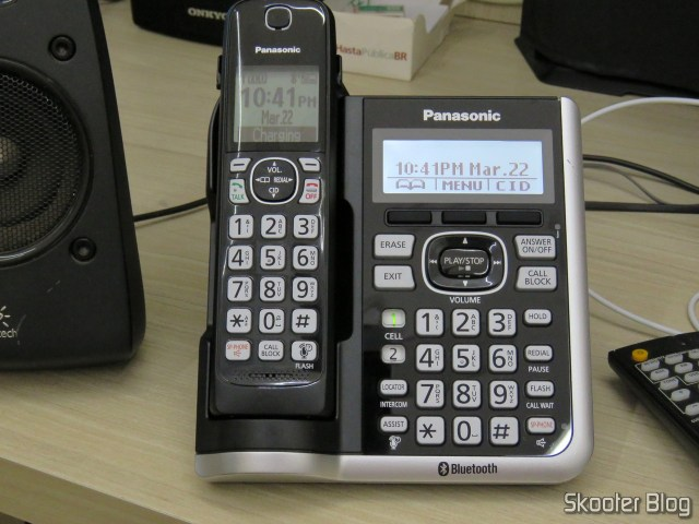 main base Phones System Wireless Panasonic KX-TGF574S, operation.