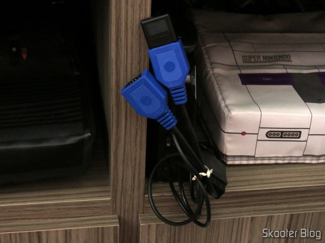 Receptor do 8BitDo M30, connected to the adapter cable to connect two joysticks Mega Drive (Sega Genesis) the PC via USB.
