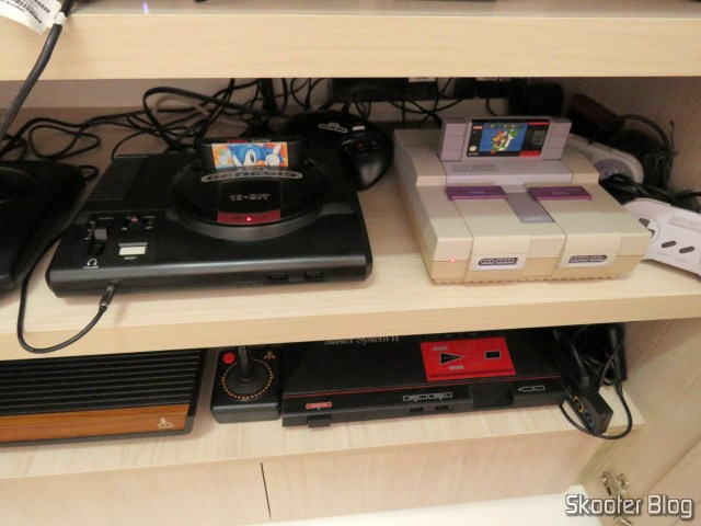 Sega Genesis, instalado na TV CRT.