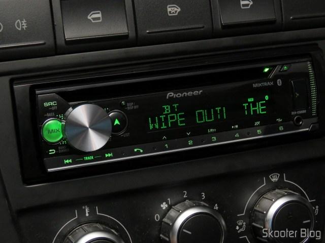 Som Automotivo Pioneer CD Player MP3 AM/FM - Bluetooth USB Auxiliar DEH-X500BR, em funcionamento.