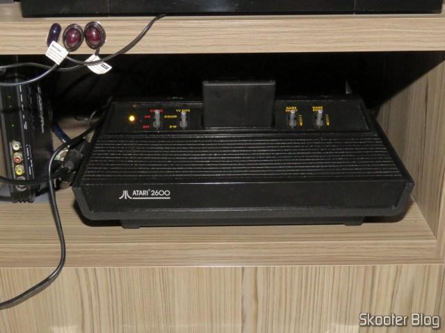 Atari 2600, consertado e em funcionamento.