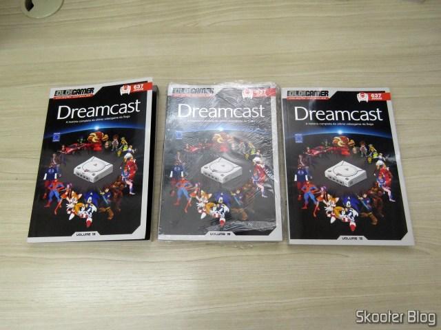 Os três exemplares amassados do Dossiê OLD!Gamer: Dreamcast - Volume 15.
