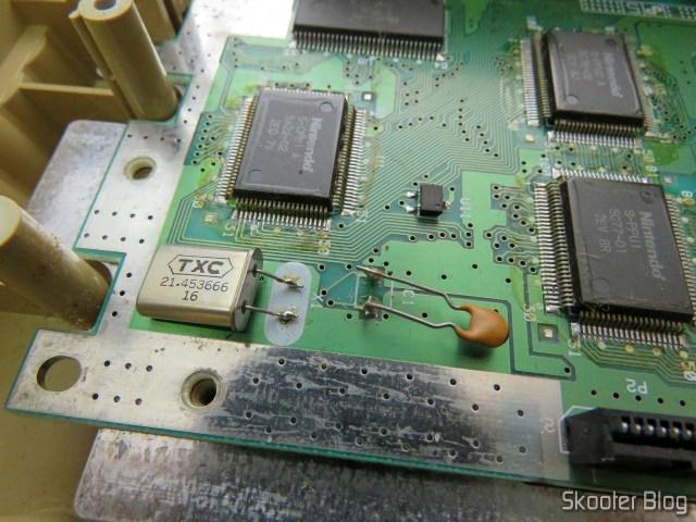 Cristal Oscilador PAL-M e capacitor fixo no lugar do variável. A porqueira da transcodificação.