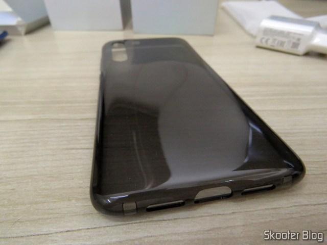 Capa que acompanha o Xiaomi Mi 9.