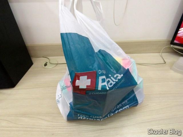 Droga Raia bag with 4x levocetirizine dihydrochloride 5mg and 6x Antiperspirant Deodorant Aerosol Nivea Silver Protect.