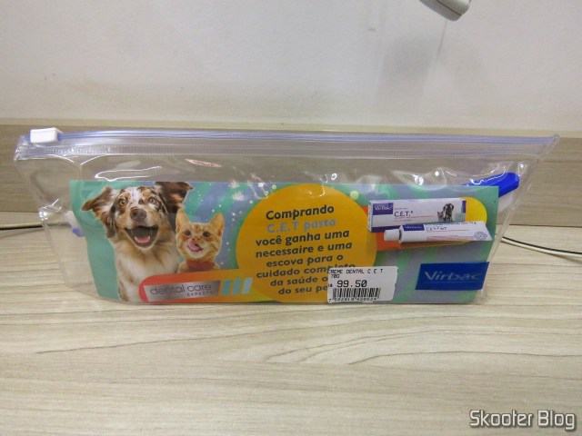Toothpaste for Dogs and Cats: C.E.T. Enzymatic Oral Hygiene Pasta 70g Virbac, necessaire with toothbrush and toast.