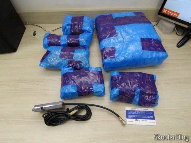 Super Nintendo e seus acessórios, embalados individualmente com plástico bolha.