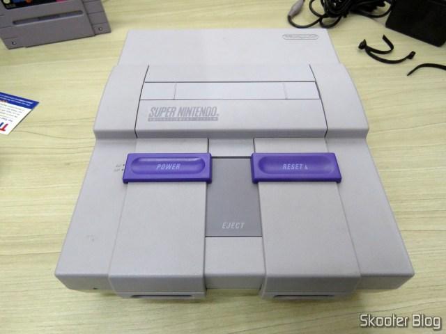 O Super Nintendo, pronto para ser testado.