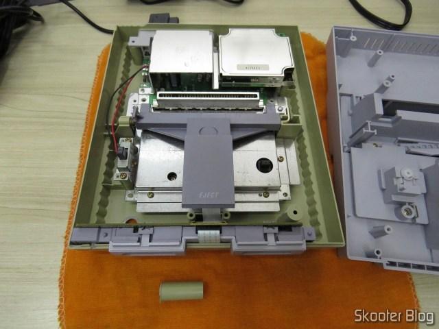 Super Nintendo Original NTSC PCB SHVC-CPU-01 CPU/PPU1/PPU2 1/1/1, por dentro, com um dos postes quebrados.