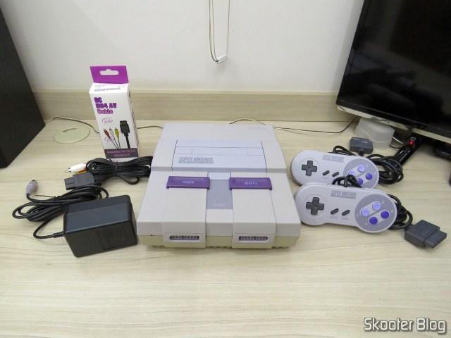 Super Nintendo Original NTSC PCB SHVC-CPU-01 CPU/PPU1/PPU2 2/1/3, com seus acessórios após a limpeza.