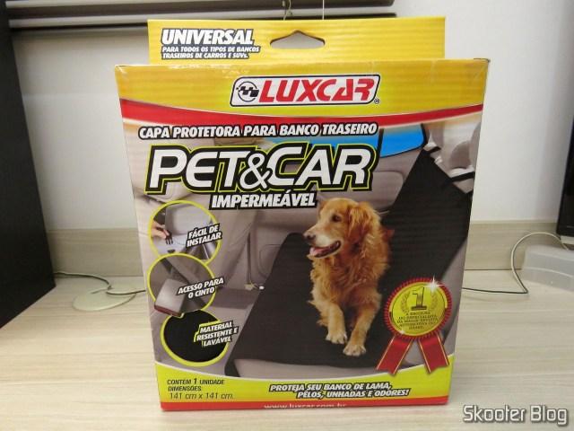 Capa Protetora para Banco Traseiro Pet & Car Impermeável Luxcar, em sua embalagem.