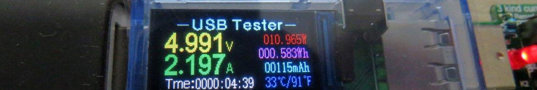 Testador USB U96 13 em 1, em funcionamento no Powerbank Zenpower.