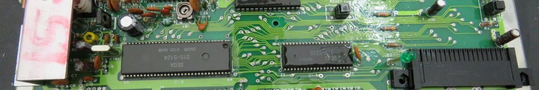 Placa do meu Master System II, durante limpeza com álcool isopropílico.